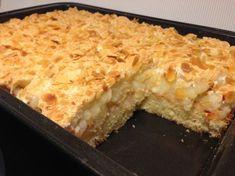 Äppelmarängtårta i långpanna Cookie Desserts, No Bake Desserts, Delicious Desserts, Yummy Food, Candy Recipes, Baking Recipes, Dessert Recipes, Swedish Recipes, Bagan
