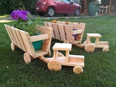 This whole arrangement designing of the tractor planter piece has been adjusted with the setting of the pallets planking over each other The edgy cutting of the planks ma. Wood Shop Projects, Easy Woodworking Projects, Popular Woodworking, Diy Wood Projects, Woodworking Plans, Woodworking Magazine, Pallet Crafts, Diy Pallet Projects, Wood Crafts