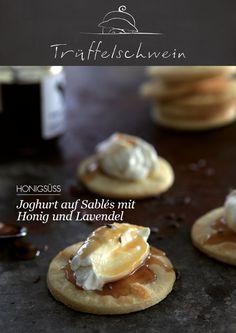 Joghurt auf Sablés mit Honig und Lavendel