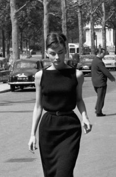 Celebrity Style - 16 by Audrey Hepburn Best Outfits - Celebrity Style - 16 Best Outfits . - Celebrity Style – 16 Audrey Hepburn Best Outfits – Celebrity Style – 16 Best Audrey Hepburn O - Vintage Outfits, Vintage Dresses, Vintage Fashion, 50s Vintage, Vintage Beauty, French Vintage, Vintage Style, Style Audrey Hepburn, Audrey Hepburn Fashion