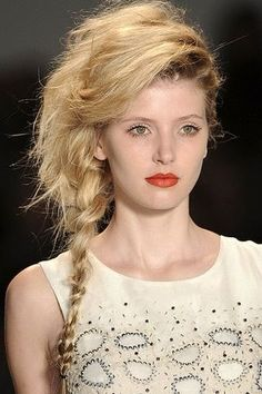 Skinny side fishtail with combover pumped side bangs