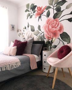 the boo and the boy: floral wallpaper in girls& rooms - Hommade - Teen Room Decor, Bedroom Decor, Bedroom Ideas, Bedroom Inspiration, Girl Room, Girls Bedroom, College Girl Bedrooms, Baby Bedroom, Deco Studio