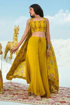 Buy Printed Jacket Pant Set by Paulmi and Harsh at Aza Fashions Stylish Dresses, Simple Dresses, Stylish Outfits, Fashion Outfits, New Designer Dresses, Indian Designer Outfits, Indian Gowns Dresses, Jovani Dresses, Indian Wedding Outfits