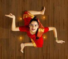 Girl Photo Poses, Girl Photography Poses, Girl Photos, Sai Baba Pictures, Yoga Pictures, Thai Buddha Statue, Amazing India, Kiosk Design, Actors Images