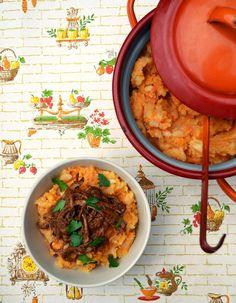 Hutspot met klapstuk (Dutch mash with slow-cooked beef brisket). Slow Cooked Beef Brisket, Slow Cooker Beef, Leiden, Russian Potato Salad, Amsterdam, I Foods, Curry, Meals, Ethnic Recipes