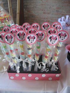 minnie vintage - Buscar con Google Fiesta Mickey Mouse, Minnie Mouse Theme, Mickey Party, Birthday Party Decorations, 1st Birthday Parties, 2nd Birthday, Mouse Parties, Disney Parties, Mickey Mouse Birthday