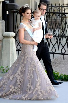 Crown Princess Victoria , her darling husband and daughter at The Wedding Of Princess Madeleine, her sister, to Christopher O'Neill, from New York. Victoria Prince, Princess Victoria Of Sweden, Crown Princess Victoria, Princess Diana Wedding, Princess Dress Up, Prince And Princess, Royal Brides, Royal Weddings, Princesa Victoria