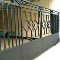Pager minimalis House Main Gates Design, Iron Gate Design, House Front Design, Door Design, Balcony Grill Design, Balcony Railing Design, Gate Designs Modern, Metal Stairs, Sliding Gate