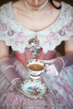 Trevillion Images - victorian-woman-drinking-tea.            Las cosas bellas de todos los dias vida vivir  amar querer  volar ❤❤.