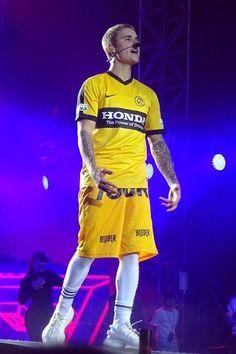 Justin Bieber - Puts on a show