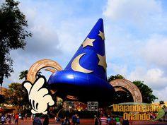 De acordo com informação de Dewayne Bevil publicada no Orlando Sentinel em 02 de janeiro de 2015 o Sorcerer's Hat (Chapéu do Mickey Aprendiz de Feiticeiro) - ícone do parque Disney's Hollywood...