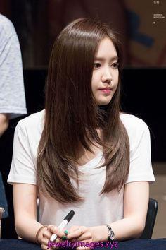 Pin on Hair Haircuts Straight Hair, Haircuts For Medium Hair, Medium Hair Cuts, Long Hair Cuts, Medium Hair Styles, Hairstyles Haircuts, Short Hair Styles, Korean Hairstyles Women, Korean Medium Hair
