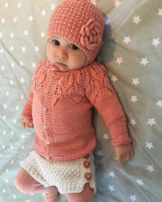 Nye luen fra mormor passet endelig - klar for helsesøster og 3 mnds kontroll☺️ #strikkibruk #strikkemamma #søtnoslue #klompelompe #kjappstrikkadrakt #paelas #bellatrøje #babystrikpåpinde3 #picklesextrafinemerino #babystrikk #knittersofinstagram