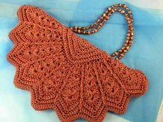 Alguns modelos de bolsaslindíssimasde crochê e tricô. Uma pena que não tenho a receita denenhuma, mas sealeguemtiver por favor me env...