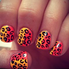 I seriously wish I knew how to do leopard print nails