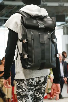 Kors Collection Spring 2019 Ready-to-Wear Fashion Show Michael Kors Collection Spring 2019 Ready-to-Wear Collection - Vogue Runway Fashion, Fashion Show, Mens Fashion, Fashion Trends, Fashion Spring, Fashion Outfits, Michael Kors Outlet, Handbags Michael Kors, Vogue