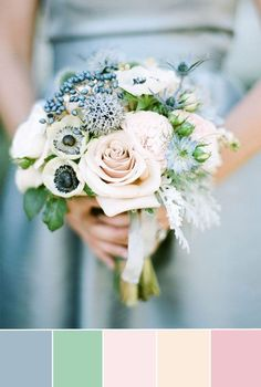 netural dusty blue wedding color inspiration and wedding bouquets decoration