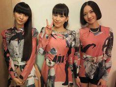 "Perfume_Staff 在 Twitter:""フジテレビ 「2014 FNS歌謡祭」に出演させて頂きました!終了後の1枚☆ 今年ももう12月!この後もPerfumeは年末の音楽番組に出演させて頂きますので、是非ご覧ください! #prfm http://t.co/1QHVSnkaRu"""