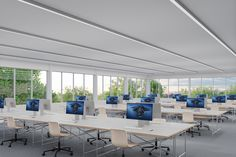RUN+ - Designer Light strips from Regent Lighting ✓ all information ✓ high-resolution images ✓ CADs ✓ catalogues ✓ contact information ✓ find. Lighting System, Strip Lighting, Lighting Design, Exposed Concrete, Light Building, Office Environment, Office Lighting, Technology Design, Light Project