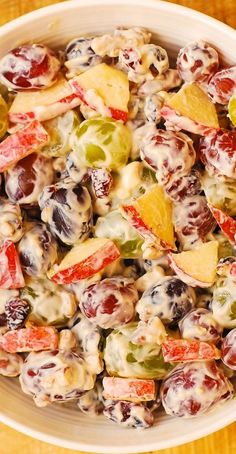 Creamy Vanilla Grape & Apple Salad with Cranberries and Pecans. Thanksgiving, Christmas, Holidays recipe Creamy Vanilla Grape & Apple Salad with Cranberries and Pecans. Apple Salad Recipes, Pasta Salad Recipes, Fruit Recipes, Cooking Recipes, Grape Salad Recipe Healthy, Recipes With Grapes, Creamy Fruit Salads, Dessert Salads, Vanilla