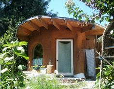 Interns of The Solar Living Institute: Natural Building Intensive: Final Days of Dirt