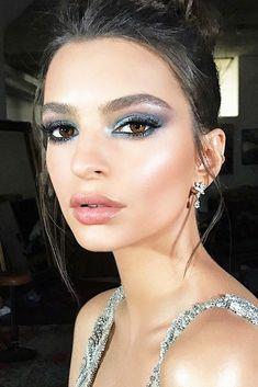 A Complete Guide To Olive Skin Tone Makeup Do you have olive skin? Then we can tell you that you are super lucky. Today we will discuss how to pick the most flattering makeup for the olive complexion. Glam Makeup, Flawless Makeup, Gorgeous Makeup, Awesome Makeup, Makeup Set, Chanel Makeup, Perfect Makeup, Party Makeup, Hair Makeup