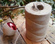 Pimp je oude kerstballen! Eenvoudig met touw en lijm.