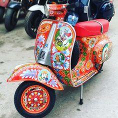 Sicilian Vespa #sicily #vespa #vespaspecial #special #50special #sicilia #siciliabedda #visitsicilia #visitsicily #piaggiovespa #carrettosiciliano #volgoitalia #volgosicilia #igersitalia #igerssiracusa #igersicilia #myagrigento #DG #dolcegabbana #scaladeiturchi #tourism #mediterraneo #etna #motorcycle #caferacer #restauromoto #vespagram #italy #italia