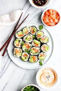 Spicy Salmon and Avocado Cauliflower Rice Sushi Roll - the perfect recipe that makes your beloved sushi Paleo and Gluten Free! Sushi Recipes, Dinner Recipes, Korean Recipes, Rice Recipes, Salmon Sushi, Spicy Salmon Roll, Salmon Avocado, Healthy Snacks, Healthy Recipes