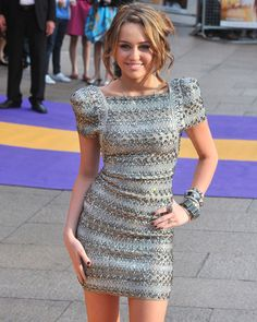 Toned-down mestiza/ terno sleeves. Love the dress! Long Sleeve Mini Dress, Short Sleeve Dresses, Filipiniana Dress, Filipiniana Wedding, Glamour Pics, Miley Cyrus Style, Hayley Atwell, Aubrey Plaza, Melissa Benoist