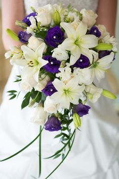 BEAUTIFUL wedding bouquet lilies and lisianthus <3