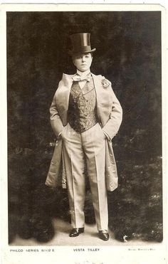 Vesta Tilley, Edwardian music hall performer famed for her crossdressing act, totally rocks Edwardian male attire in this 1905 photograph. I want this whole outfit. Vintage Lesbian, Lesbian Love, Vintage Ladies, Edwardian Era, Edwardian Fashion, Victorian Era, Old Pictures, Old Photos, Vintage Photographs