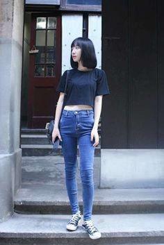 Moda años 90 para mujer: Vuelve el estilo - Crop top con jean talle alto