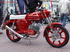 ZUNDAPP Vintage Moped, Vintage Motorcycles, Cars And Motorcycles, 50cc Moped, Cool Dirt Bikes, Custom Moped, Vespa Scooters, Classic Bikes, Street Bikes