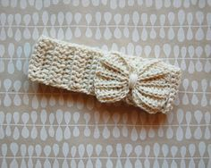 crochet headband with big bow in cream. gardenandsea on etsy.