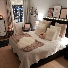 32 Best Bedroom Decor Ideas For The Most Stylish Room Imaginable - Page 3 of 3 - Stylish Bunny Cute Bedroom Ideas, Room Ideas Bedroom, Home Decor Bedroom, Girls Bedroom, Master Bedrooms, Diy Bedroom, Bedroom Ideas For Small Rooms Women, Fancy Bedroom, Bedroom Romantic