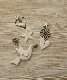 Ceramic and metal hanging dove Source by tamarazwickerwh Clay Ornaments, Holiday Ornaments, Hanging Ornaments, Ceramic Christmas Decorations, Hanging Decorations, Polymer Clay Christmas, Metal Clay Jewelry, Paperclay, White Clay