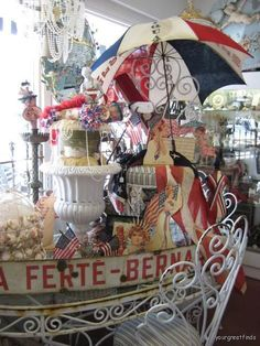 Great 4th of July vignette found and a shop called....Vignettes! Located in Ocean Beach, CA