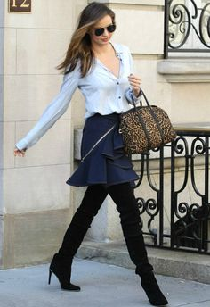 4/16 #ミランダ・カー #ボタンダウンシャツ #デニムスカート #サイハイブーツ の画像|海外セレブ最新画像・私服ファッション・着用ブランドまとめてチェック DailyCelebrityDiary*