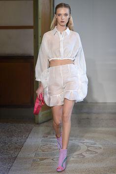 Blumarine Milano - Spring Summer 2017 Ready-To-Wear - Shows - Vogue. Spring Fashion 2017, Runway Fashion, Fashion Show, Fashion Outfits, Fashion Weeks, Woman Fashion, High Fashion, Fantasy Gowns, Pastel Outfit