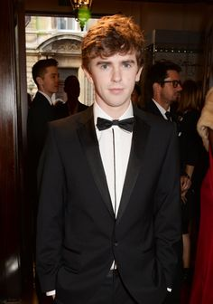 Pin for Later: It's Raining Men: l'Incroyable Guest List des Men of the Year Awards de GQ Freddie Highmore