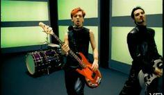 Basso elettrico Music Man Sting Ray screenshot dal video di Sono=sono, Bluvertigo