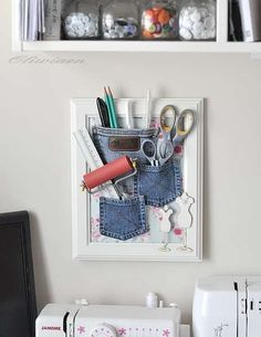 27 upcycling ideas for your old jeans! - Picture Frame Utensilo jeans bags upcycling idea ideas sew sewing ideas sustainable diy jeans old m - Craft Organization, Craft Storage, Wall Storage, Coin Couture, Ideas Prácticas, Old Picture Frames, Ideas Para Organizar, Denim Crafts, Jean Crafts