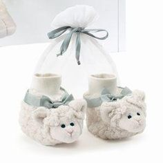 Sweet little lamb booties for baby. Makes a great gift. Ages 6-12 months