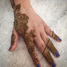 Mehndi is one of the most important. It is a loved one and never gets old designs. There is a lot of verity of latest mehndi designs for you. Mehndi Designs Book, Simple Arabic Mehndi Designs, Mehndi Designs 2018, Mehndi Designs For Girls, New Tattoo Designs, Modern Mehndi Designs, Dulhan Mehndi Designs, Mehndi Design Pictures, Wedding Mehndi Designs