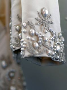Oscar de la Renta Bridal 2013 - photo by couture detail Couture Embroidery, Beaded Embroidery, Hand Embroidery, Embroidery Designs, Couture Beading, Couture Details, Fashion Details, Fashion Design, Lesage