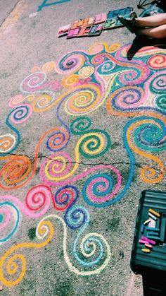 Sidewalk Art Design Street Art, We're sharing an Easy Sidewalk Chalk Art project that everyone can do. This Mosaic Sidewalk Chal, 3d Chalk Art, Chalk Wall, Doodle Challenge, Fred Instagram, Chalk Design, Sidewalk Chalk Art, Summer Activities For Kids, Winter Activities, Chalkboard Art
