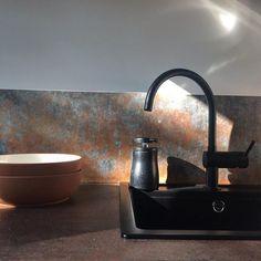 Waterdicht en hitte bestendig keukenbehang BRONS KOPER van KitchenWalls