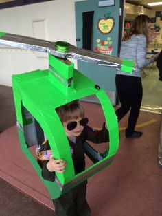 cardboard helicopter costume - omg, love it! Cardboard Costume, Cardboard Car, Cardboard Crafts, Helicopter Craft, Helicopter Birthday, Holidays Halloween, Halloween Costumes For Kids, Halloween Diy, Airplane Costume