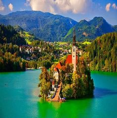 Is this a postcard or a real picture? #LakeBled, #Slovenia https://LakeBledSlovenia.com